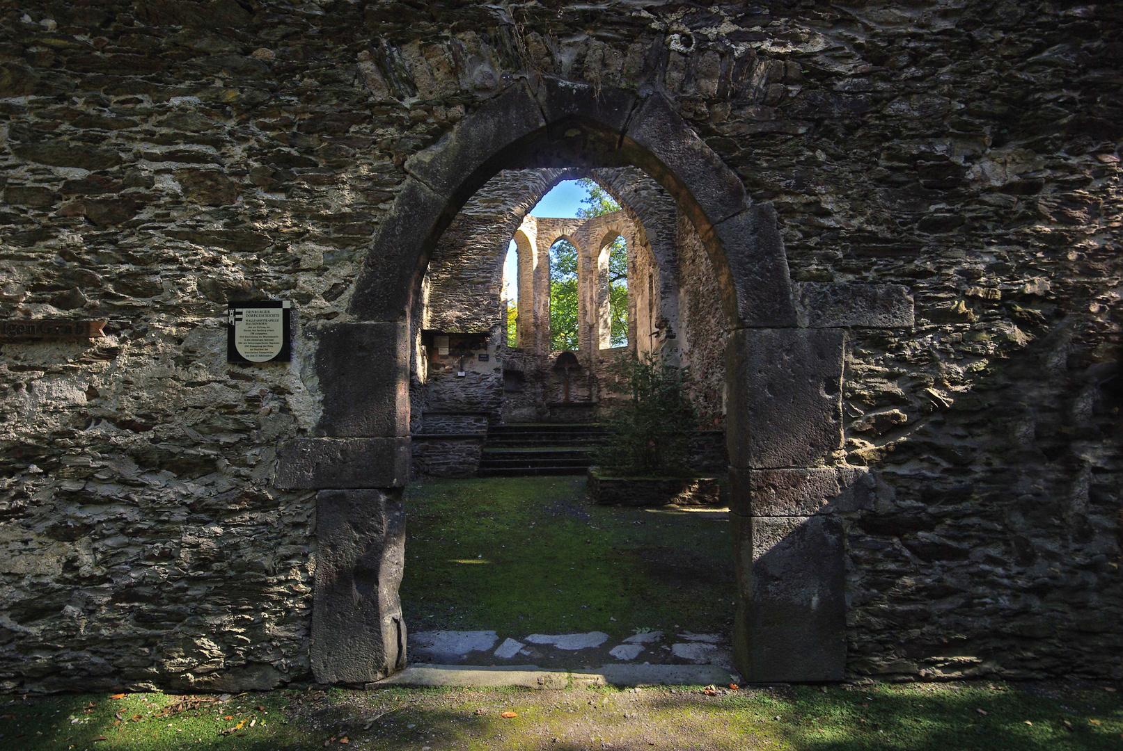 Kirchenruine Hausenborn bei Isenburg / Saynbachtal / Westerwald