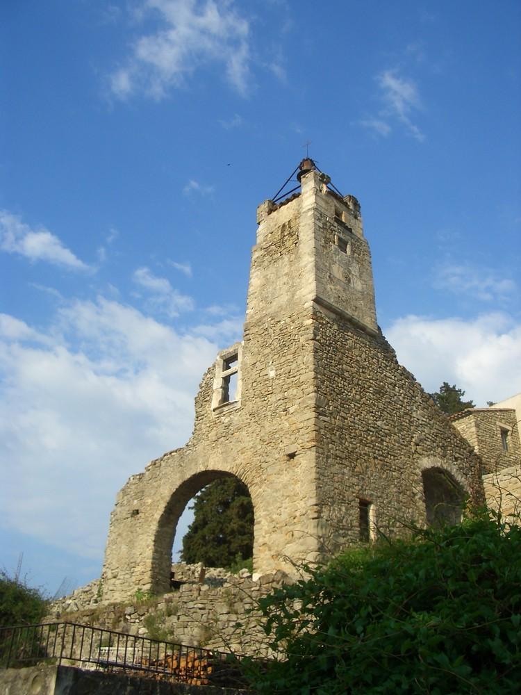 Kirchenruine in La Begude de Mazenc (Frankreich)