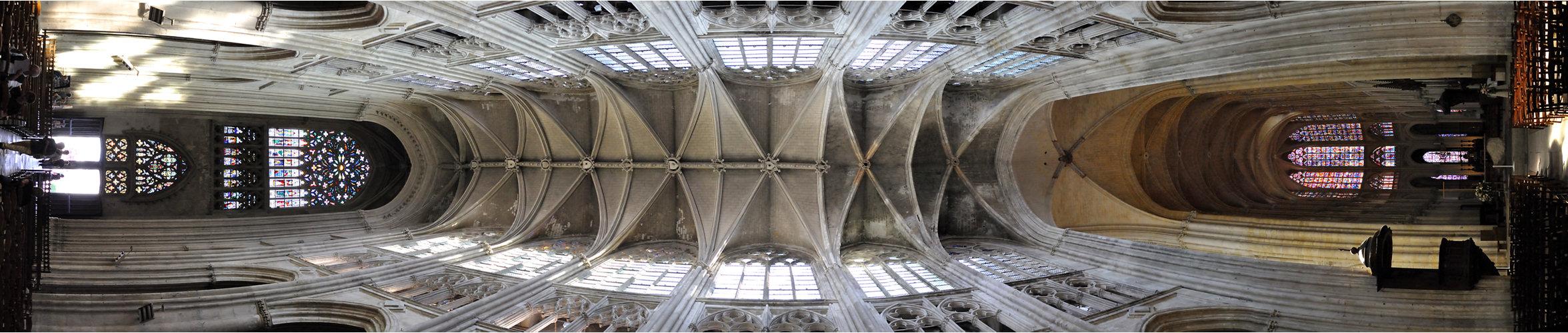 Kirchenschiff Kathedrale Tours