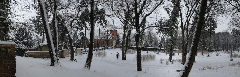 Kirchensemble am Schlosspark Plaue