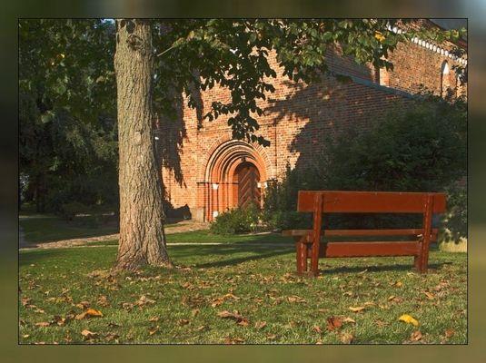 Kirchenvorplatz in Altenkrempe (Ostholstein)