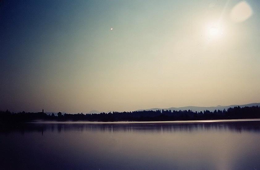 Kirchsee im grellen Mondlicht