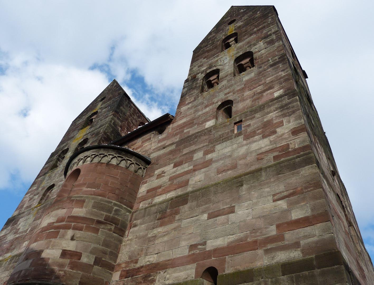 Kirchtürme einer alten Klosterkirche in Fredelsloh/Solling