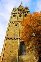 Kirchturm Erwitte im goldenen Herbst
