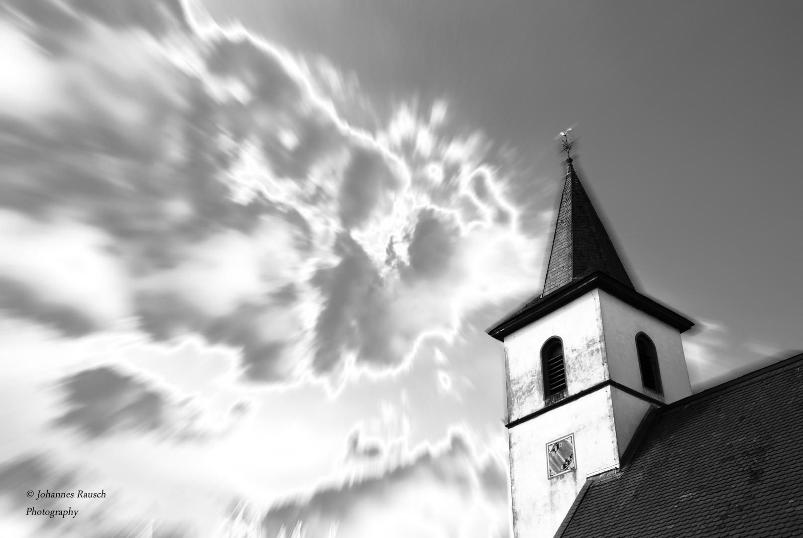 Kirchturm im rausch der Zeit