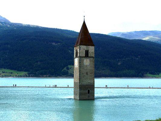 Kirchturm unter Wasser