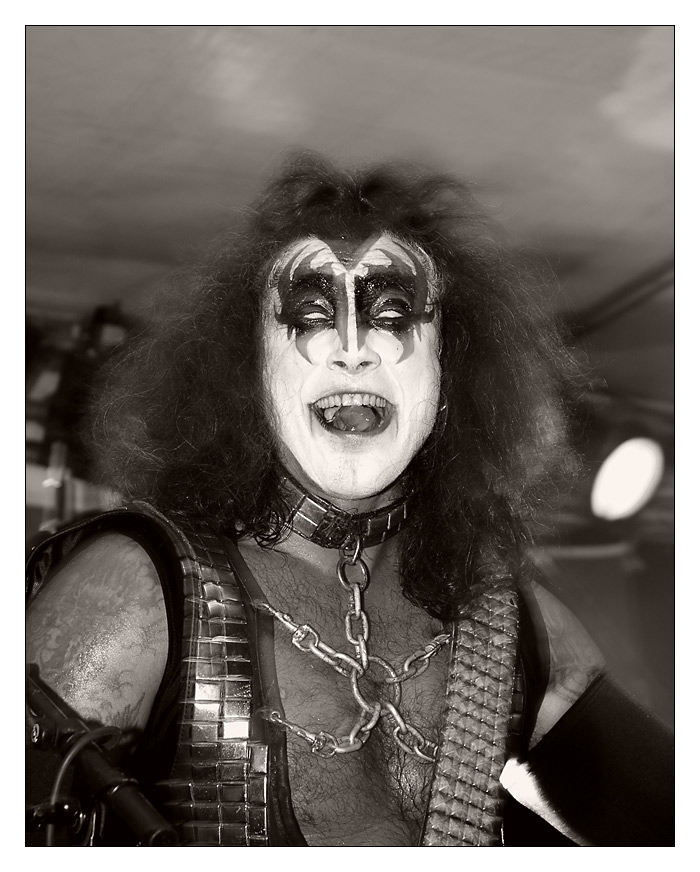 Kiss is back