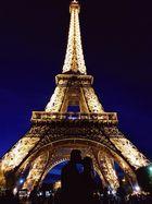 Kiss me in Paris