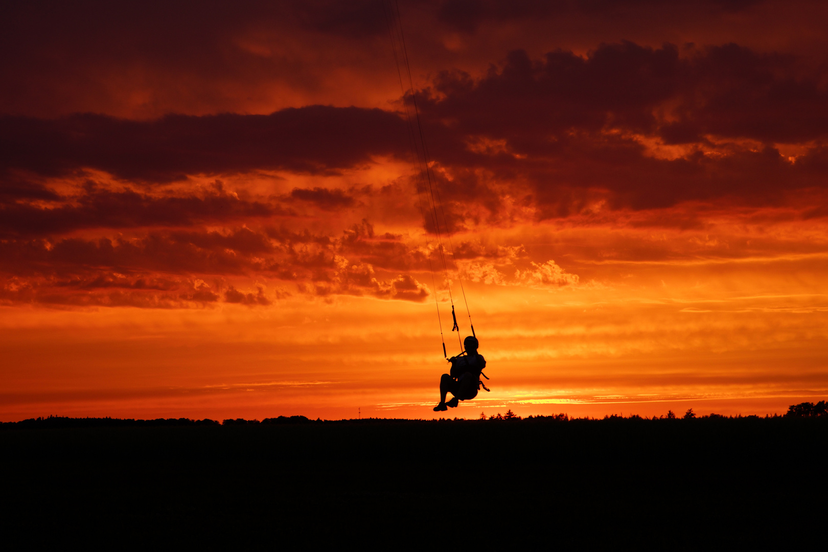 Kiten im Sonnenuntergang