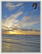 Kiten in den Sonnenuntergang