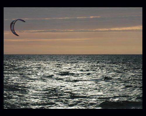 Kiter vor Westerland/Sylt - Abends im Gegenlicht