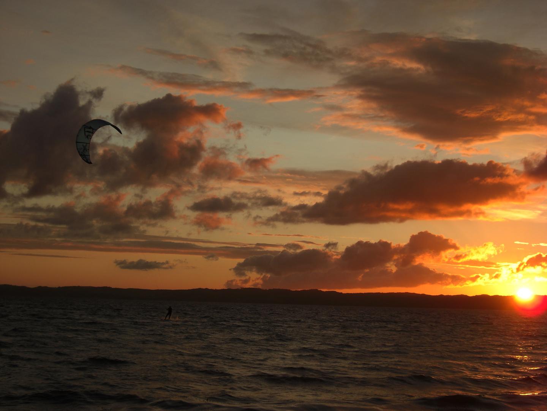 Kitesurfen im Sonnenuntergang...