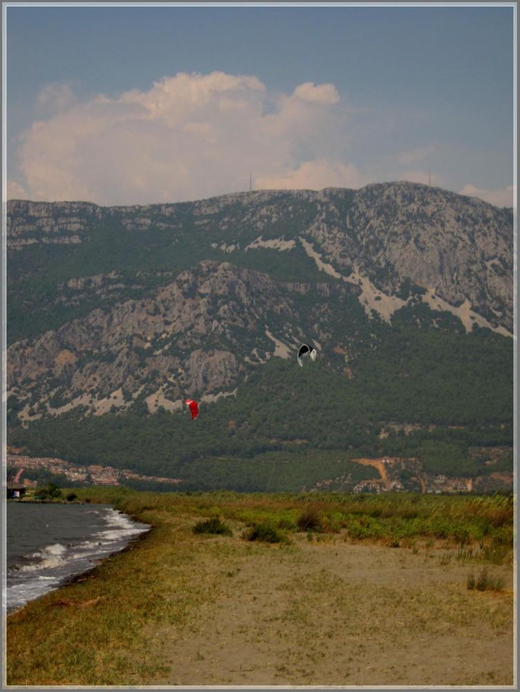 Kitesurfen in Fluss; Nähe Marmaris