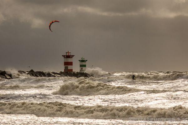 Kitesurfer im Sturm