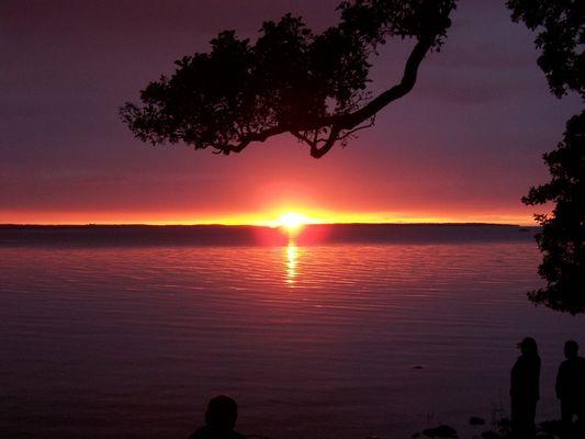 Kitsch-Sonnenuntergang in Schweden