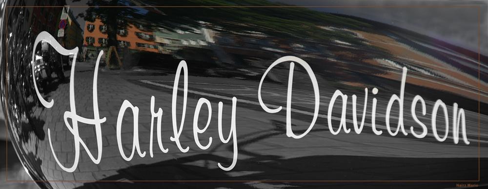 Kitzbühel spiegelt sich im Tank einer Harley