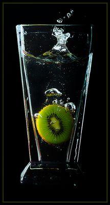 Kiwi im Wasserglas