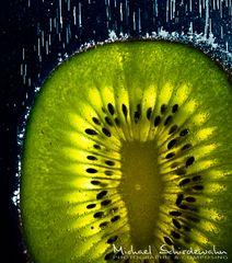 Kiwi mit Blubberblasen