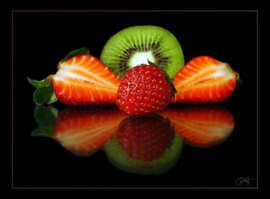 Kiwi und Erdbeeren