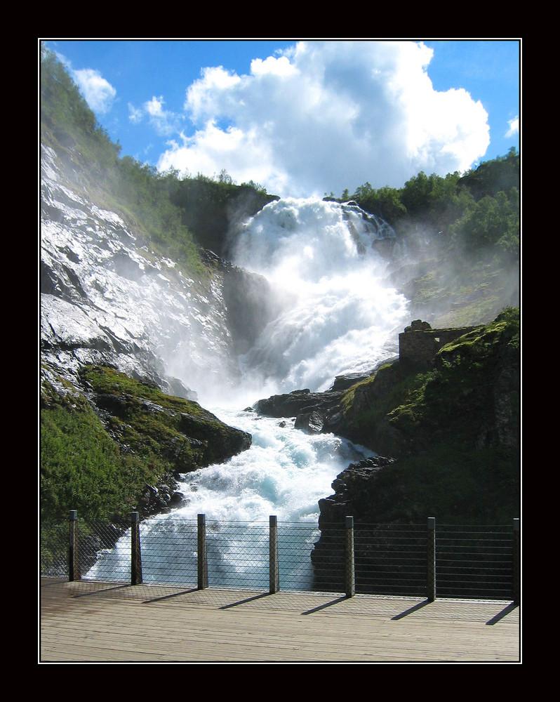 Kjosfossen- Wasserfall - Flåm-Bahn - Norwegen