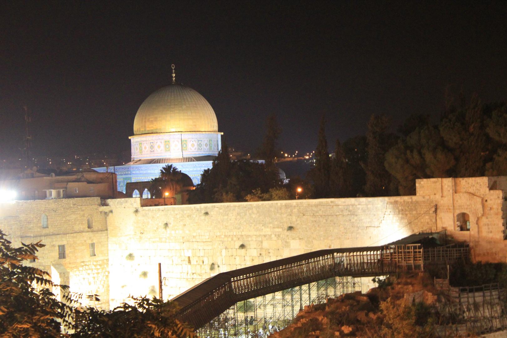 Klagemauer mit Felsendom bei Nacht
