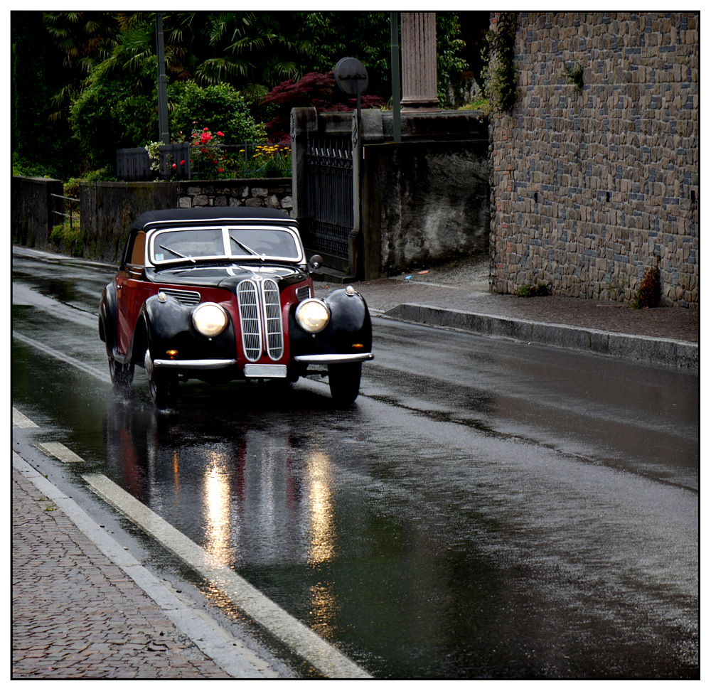 Klassiker im Regen (BMW 321 Cabrio)