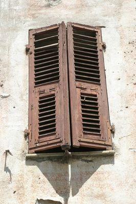 Klassisches Fenster in St. Florent