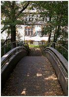 Kleine Brücke über einen Seitenarm der Lahn