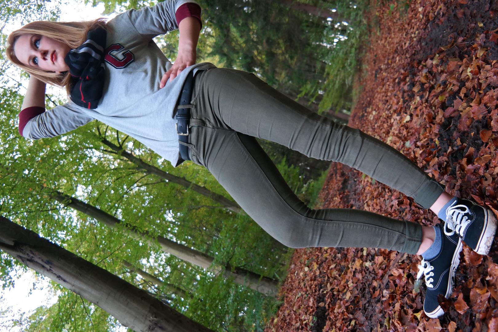 Kleine Cousine. Erste Versuche im Wald und neuer Kamera.