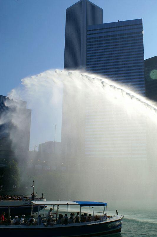 Kleine Erfrischung gefällig? The Centennial Plaza and Fountain