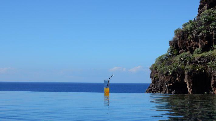 Kleine Erfrischung im Infinity Pool auf Madeira (PT)