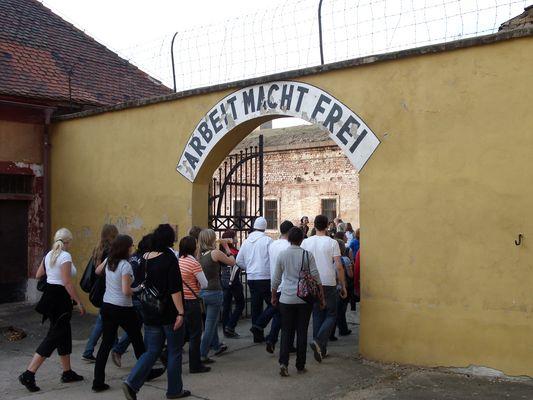 """Kleine Festung - """"Arbeit macht frei"""""""