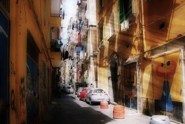 Kleine Gasse in Napoli /  Vicolo nel Napoli