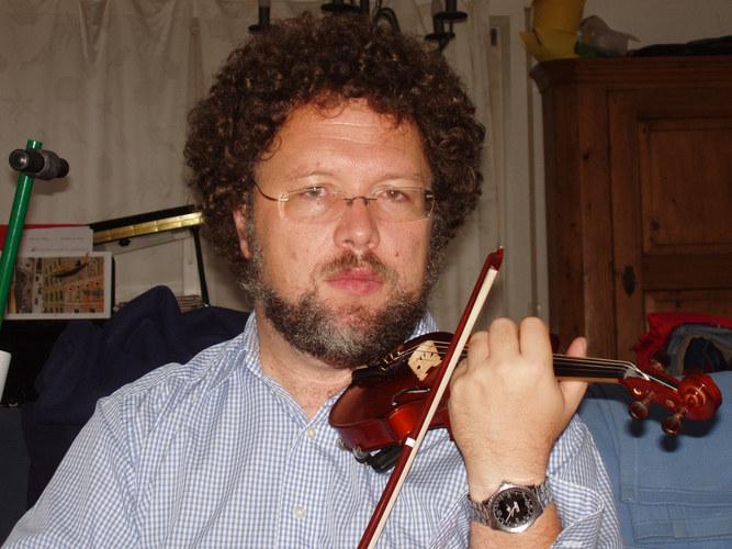 kleine Geige, großer Geiger