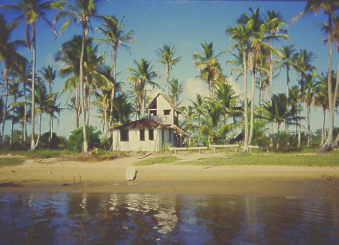 Kleine Insel in der Nähe von Sta Cruz de Cabralia