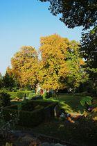 Kleine Kapelle im Herbstlicht