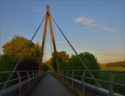 Kleine Lahnbrücke im Abendlicht…,