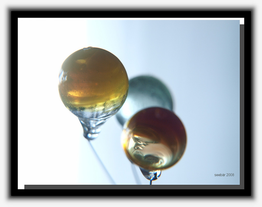 kleine luftblasen in glaskugeln