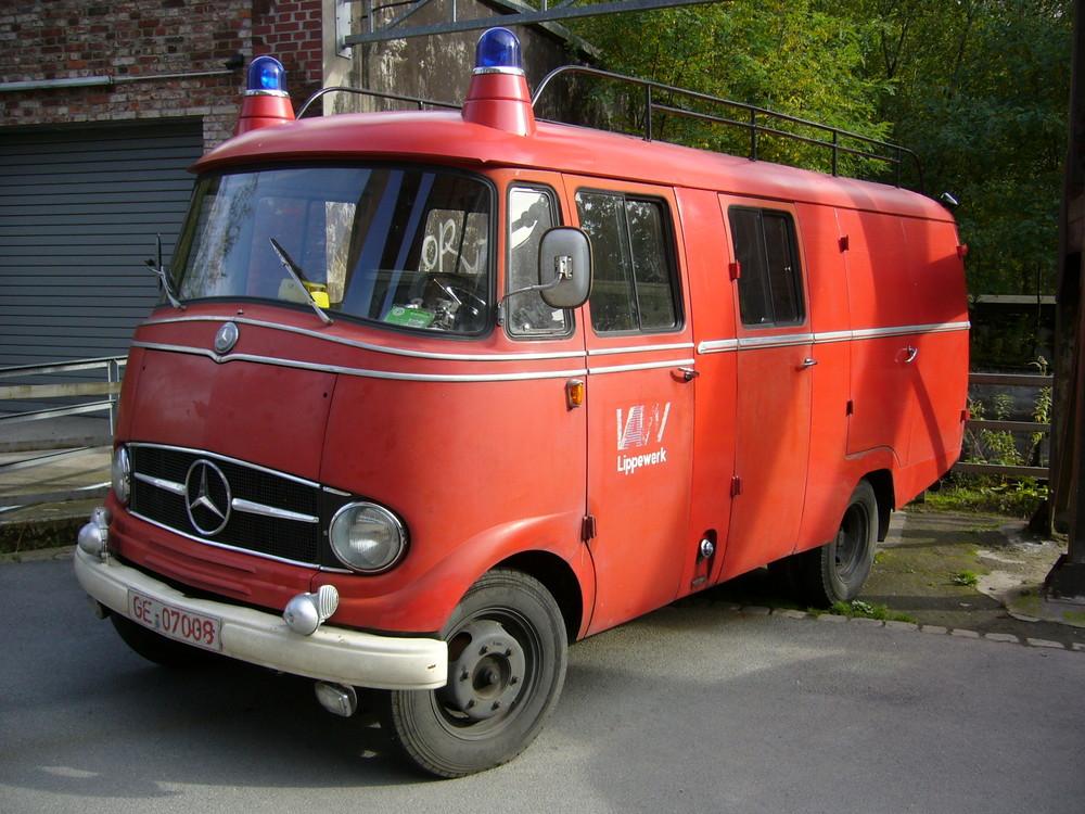 Kleine Mercedes Feuerwehr