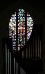 Kleine Orgel mit Glas-Fenster
