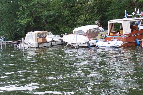 kleine Schiffe auf dem Wasser