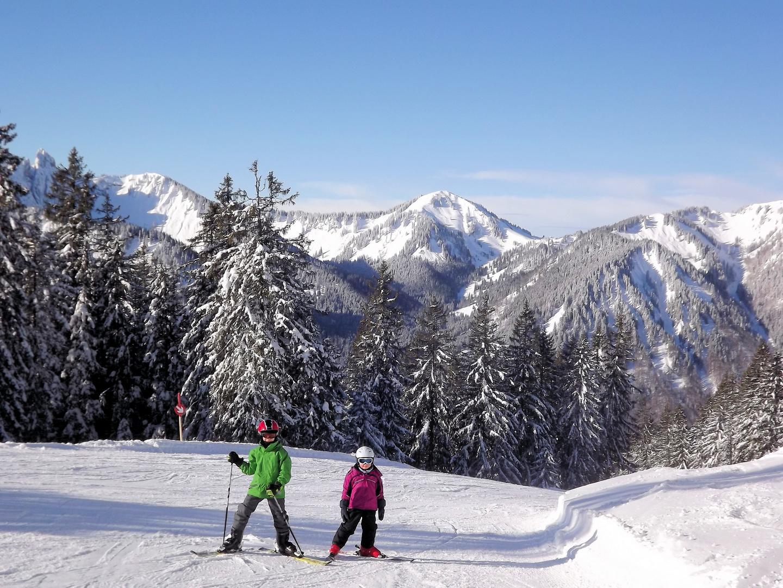 Kleine Skifahrer