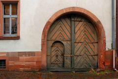 Kleine Tür im großen Tor