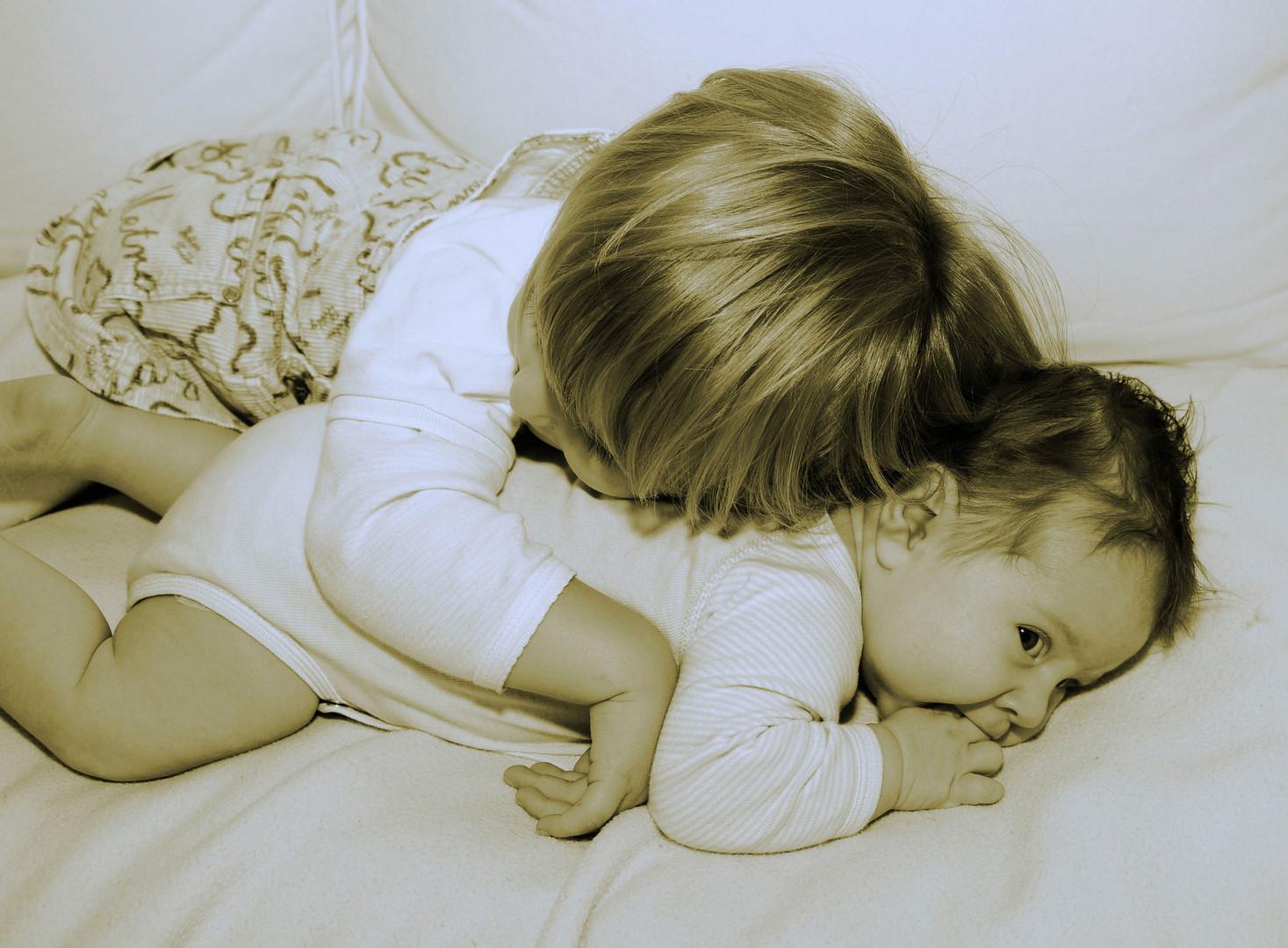 Kleiner Bruder - große Schwester
