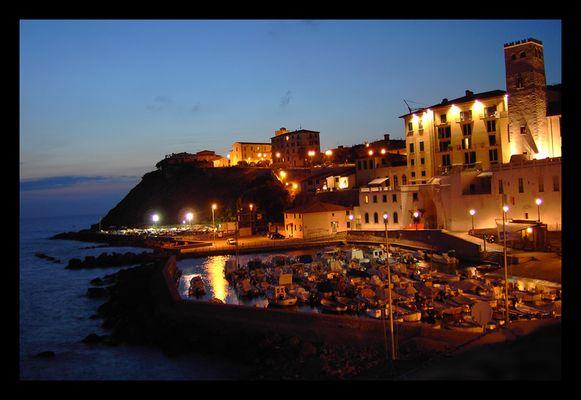 Kleiner Hafen in der Toskana 2009