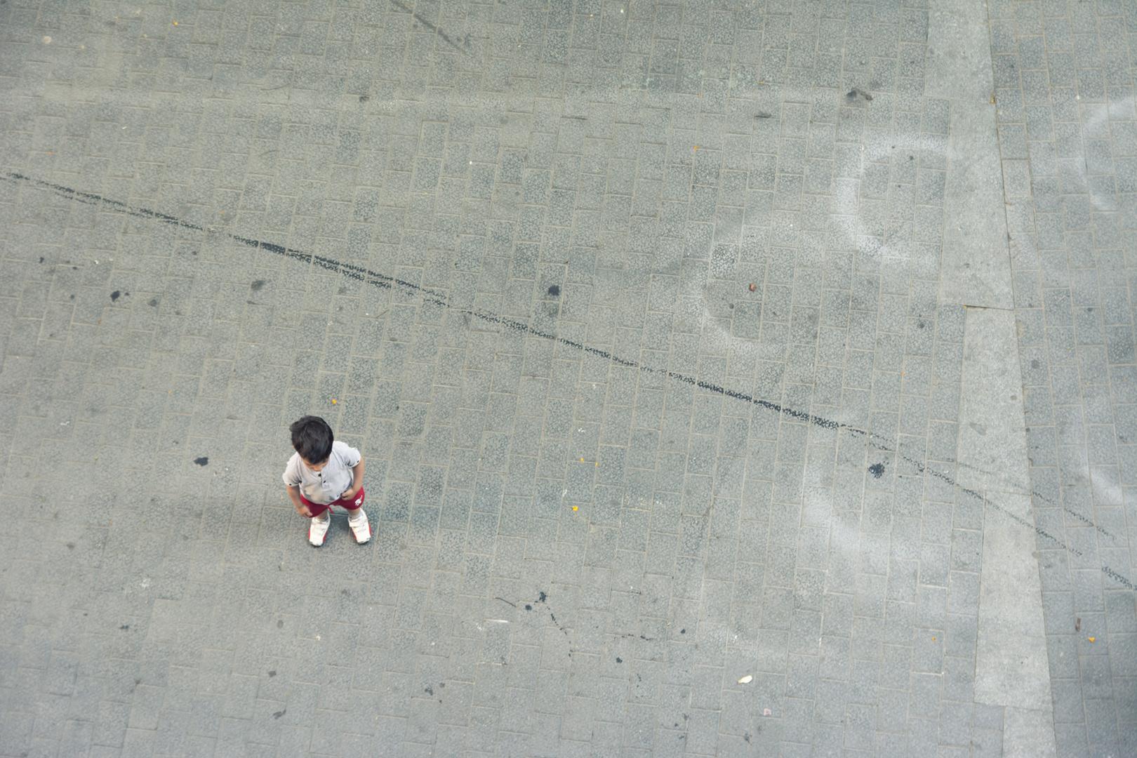 Kleiner Junge in Barcelona