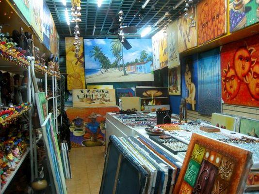 Kleiner Laden - Viele Gemaelde