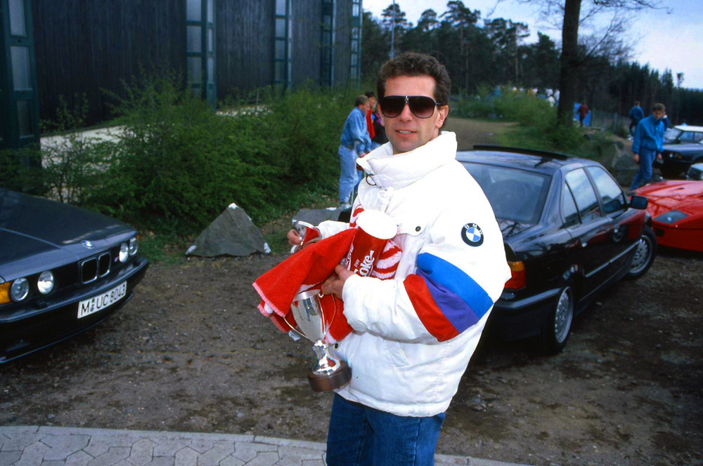 Kleiner Pokal für einen Großen Fahrer.