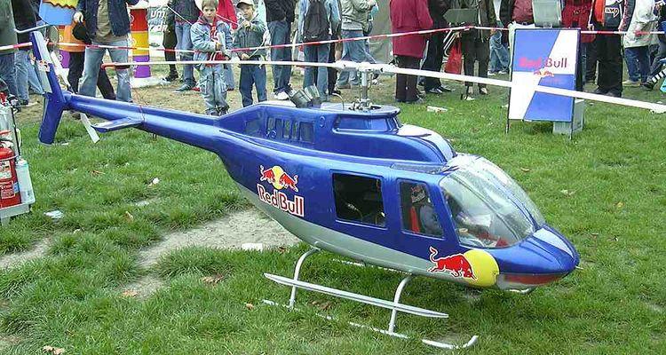 Kleiner Red Bull Hubschrauber.