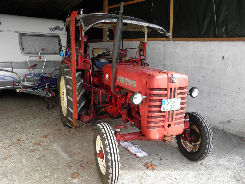 Kleiner roter traktor bj foto bild industrie und